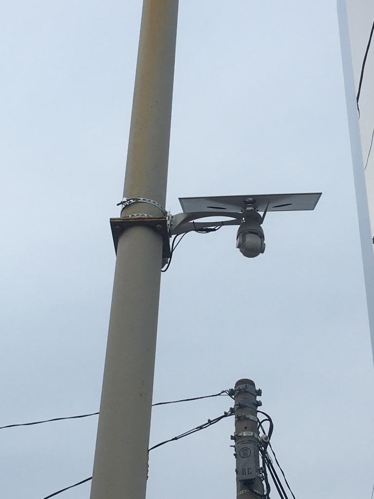 ソーラーLEDライト付き防犯カメラ